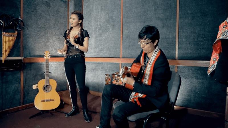 """""""Raúl de la guitarra"""" – Karla Sofía"""